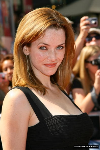 annie-wersching-daytime-emmy-awards-2007_fm_05