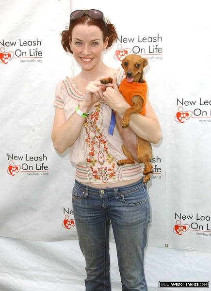 Annie Wersching at Nuts for Mutts Dog Show 2009 - 03