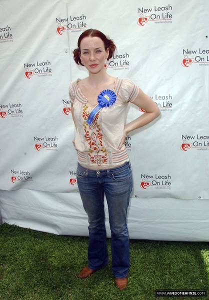 Annie Wersching at Nuts for Mutts Dog Show 2009 - 10