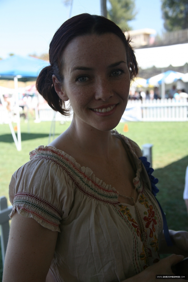 Annie Wersching at Nuts for Mutts Dog Show 2009 - 16