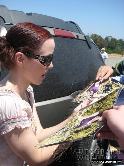 Annie Wersching signs autographs at Nuts for Mutts Dog Show 2009