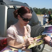 Annie Wersching signing autographs at Nuts for Mutts 2009
