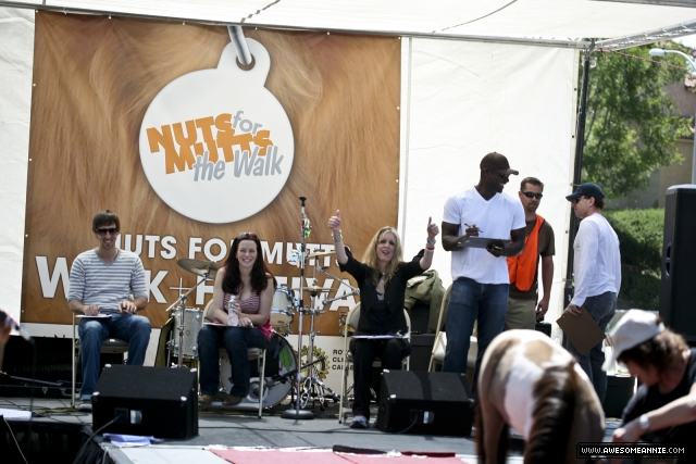 Annie Wersching and celebrity judges at Nuts for Mutts 2010