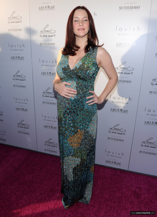 Annie Wersching at A Pea in the Pod's Mom's-to Be Night Out 2010