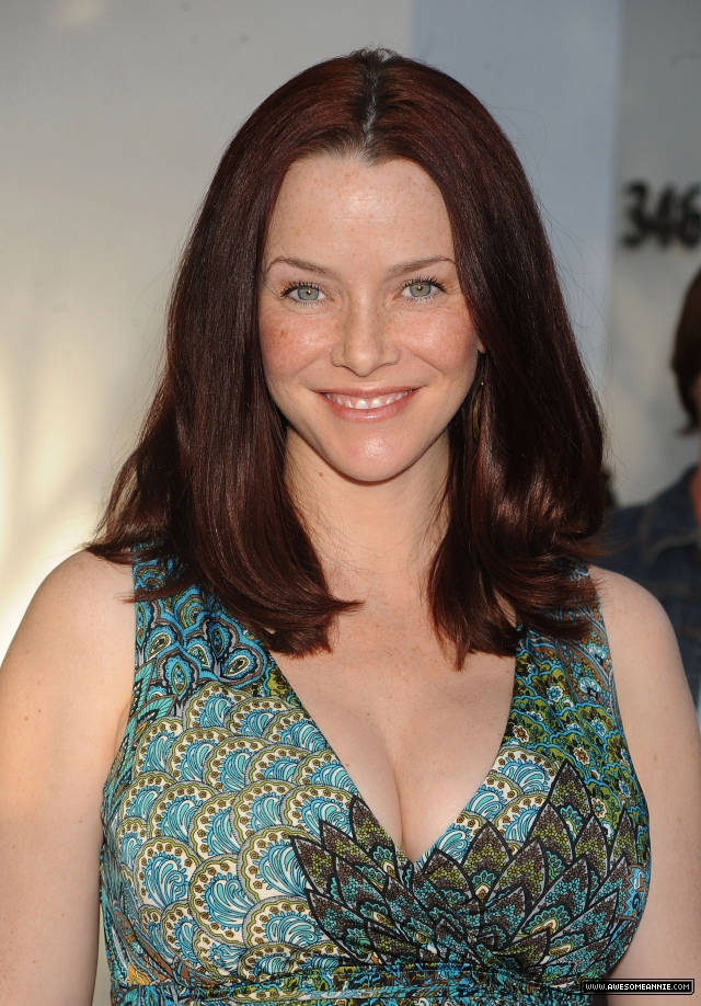 annie-wersching-pregnant-pea-in-the-pod_16