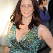 annie-wersching-pregnant-pea-in-the-pod_17