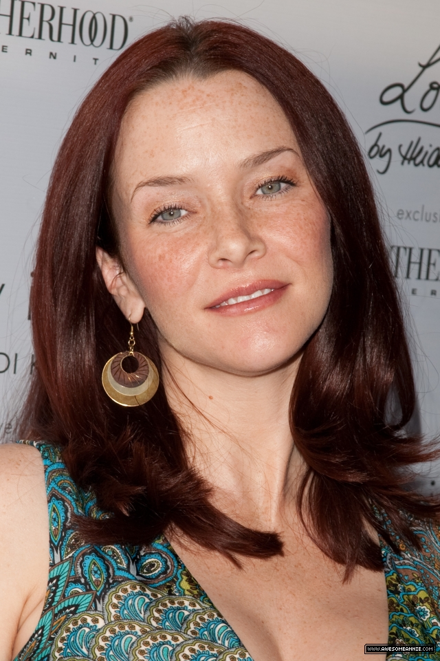 annie-wersching-pregnant-pea-in-the-pod_19