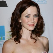 annie-wersching-win-awards-2009_fm_01