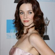 annie-wersching-win-awards-2009_fm_02