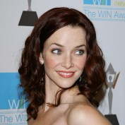 annie-wersching-win-awards-2009_fm_03