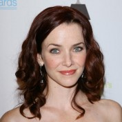 annie-wersching-win-awards-2009_fm_04