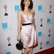 annie-wersching-win-awards-2009_fm_06