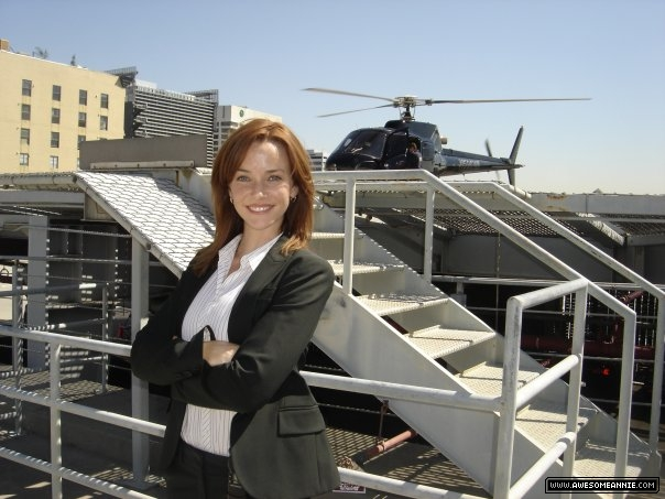 Annie Wersching next to helipad 24 Season 7