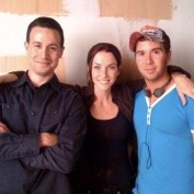 Annie Wersching with Freddie Prinze Jr. and friend Ritter Hanz behind the scenes of 24 Season 8