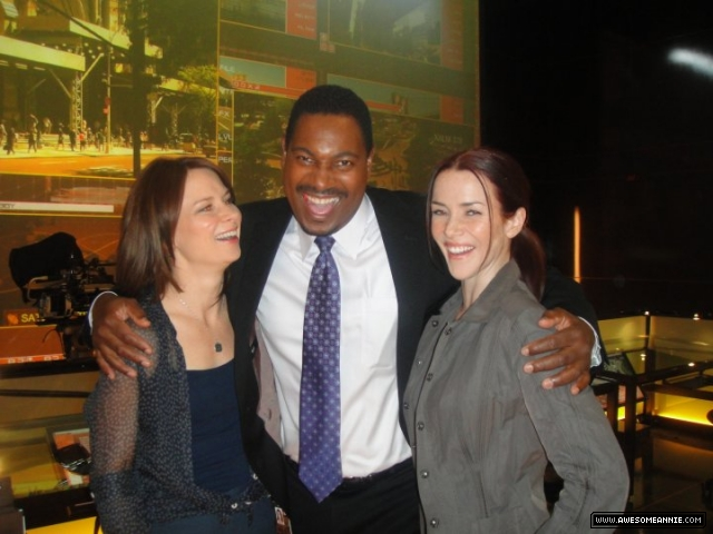 Annie Wersching, Mykelti Williamson, and Mary Lynn Rajskub on CTU set