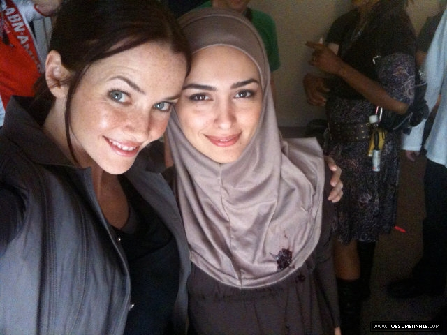 Annie Wersching with Nazanin Boniadi on 24 set