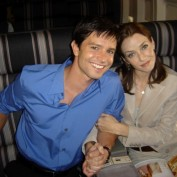 Annie Wersching with Jason Behr on Company Man set 02