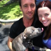 Annie Wersching and Alex O'Loughlin on Hawaii Five-0 set