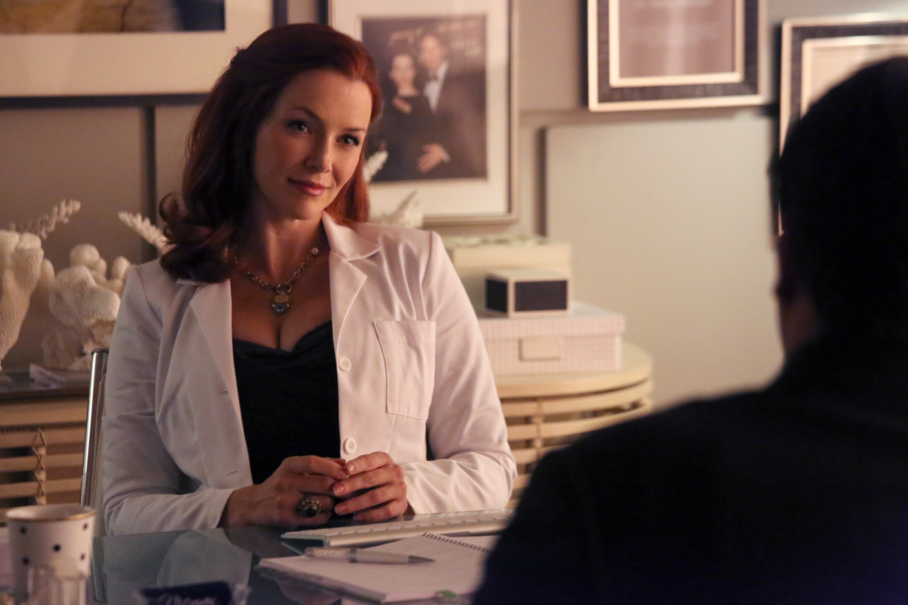 "Annie Wersching as Dr. Kelly Nieman in Castle ""Disciple"""